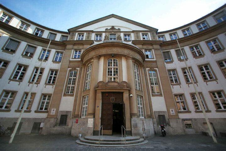 Um 9.30 Uhr soll vor dem Landgericht Frankfurt das Urteil gesprochen werden (Archivbild).