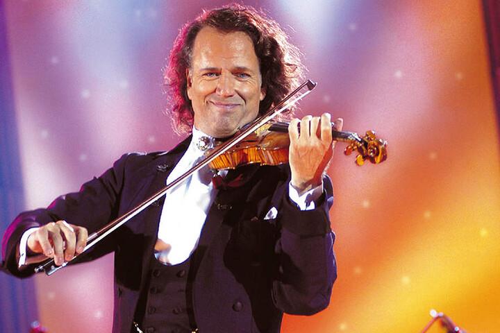 André Rieu (68) verzaubert mit seiner Geige die Konzertbesucher. Jetzt gibt es ihn auch aus Holz.
