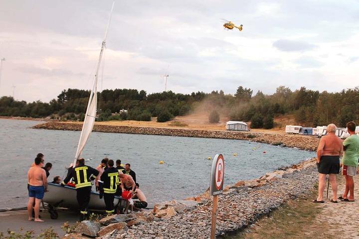 Geschafft! Als die Feuerwehr eintraf, war das Boot bereits wieder an Land.