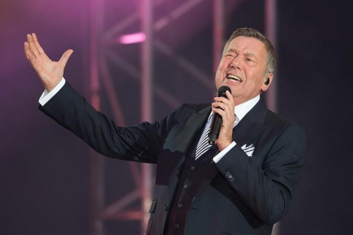 Roland Kaiser (66) soll am Sonntag in der Magdeburger GETEC-Arena auftreten.