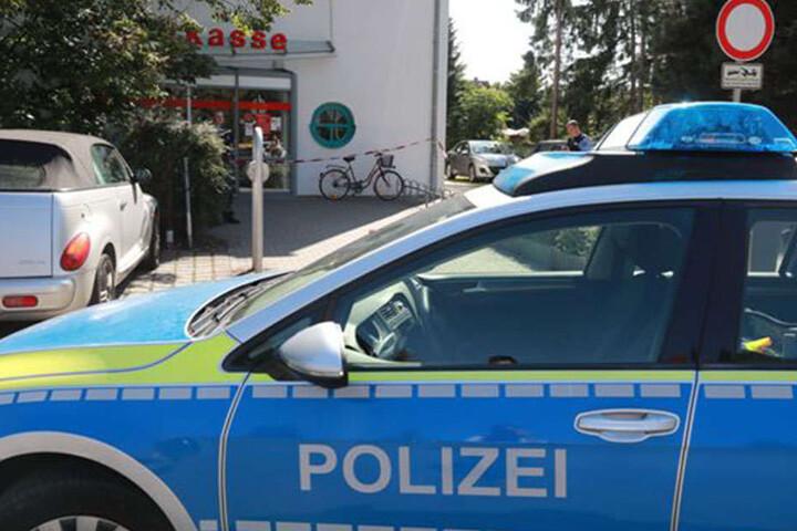 Der Täter flüchtete zu Fuß mit der Beute vom Tatort.