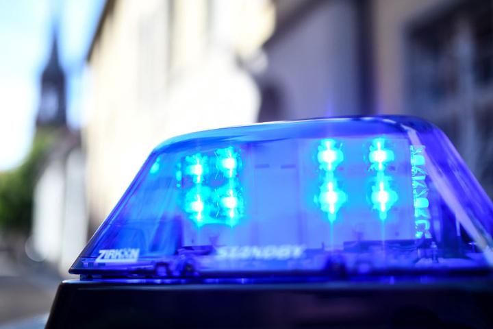 Die Frau verstarb noch am Tatort in der gemeinsamen Wohnung. (Symbolfoto)