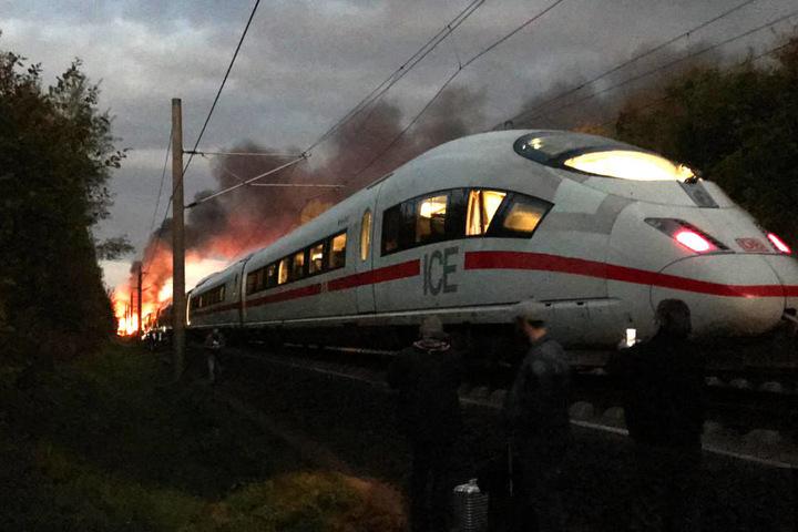 Die Ermittlungen der genauen Brandursache dauern weiter an.