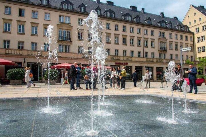 Auf dem Jakobikirchplatz sprudelt seit gestern dieser Brunnen. Es soll der City mehr Flair verleihen.