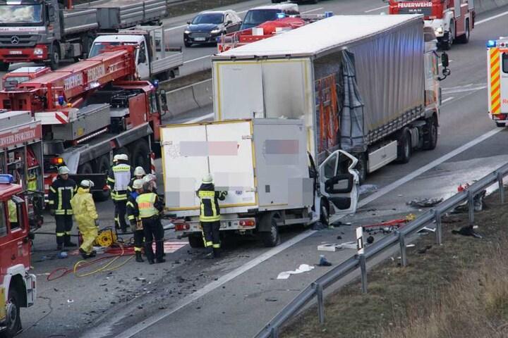 Die Flammen konnten durch hilfsbereite Verkehrsteilnehmer unter Kontrolle gebracht werden.