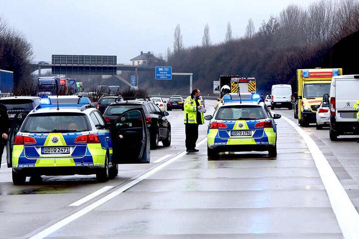 Die Polizei leitete den Verkehr an der Unfallstelle vorbei?