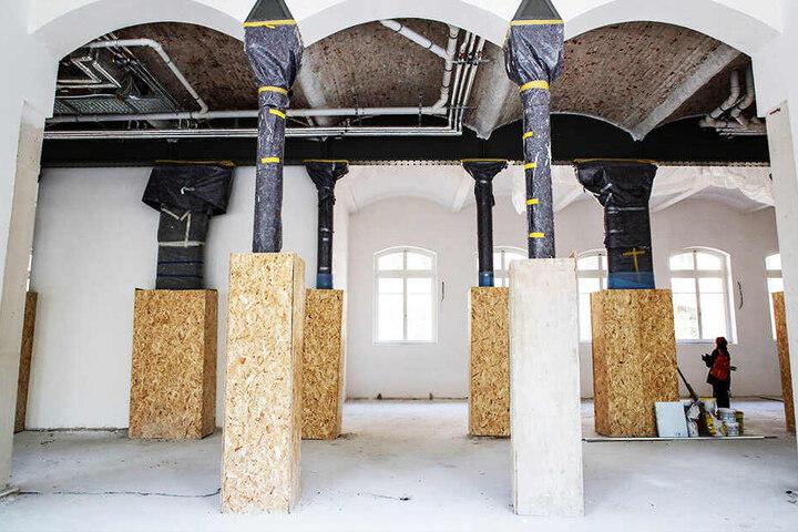 In diesem Flügelteil des Altbaus (einzige Fläche für ein Großraumbüro) blieben Gewölbe und alte Gussträger-Säulen erhalten.