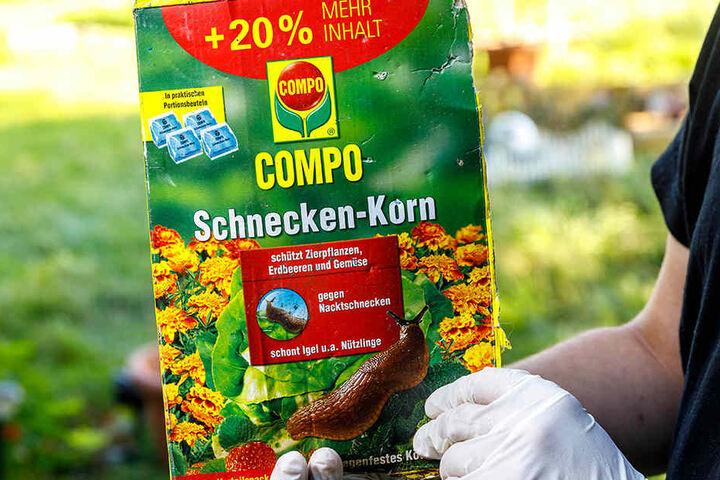 Die Hunde fraßen heimlich vom Pflanzenschutzmittel Schnecken-Korn.