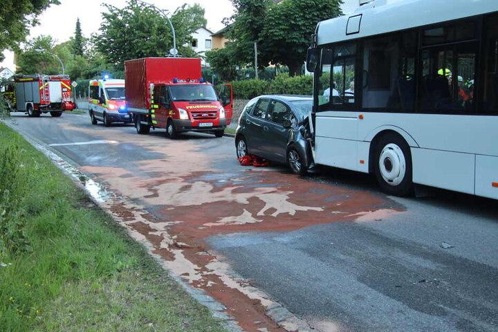 Mitten in der Ostschaft stieß die Frau frontal mit dem Bus zusammen.
