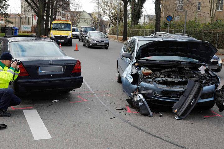 Für die Unfallaufnahme blieb die Kreuzung drei Stunden gesperrt.