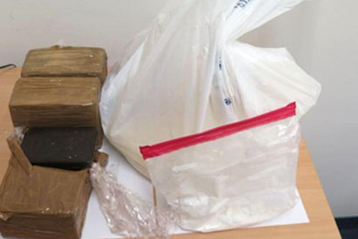 Diverse Betäbungsmittel konnten in einer Wohnung sichergestellt werden.