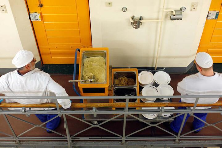 Auch in der Knast-Küche werden Häftlinge eingesetzt - meist zur internen  Versorgung.