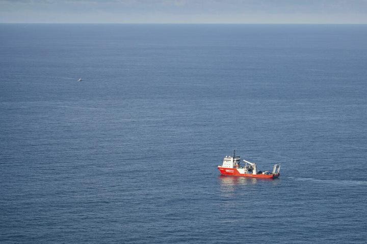 Das Spezialsuchschiff Geo Ocean III vor der Küste von Alderney im Ärmelkanal.