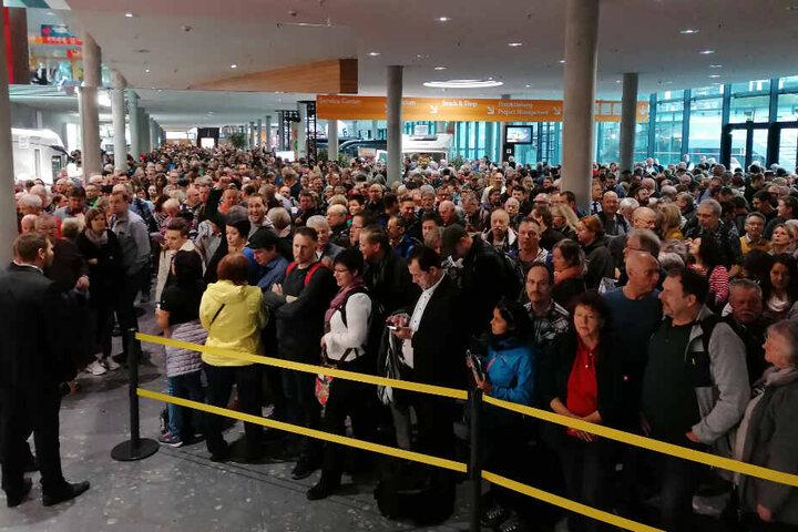 Besucher, wohin das Auge blickt, kurz vor der Eröffnung der CMT in Stuttgart um 10 Uhr.
