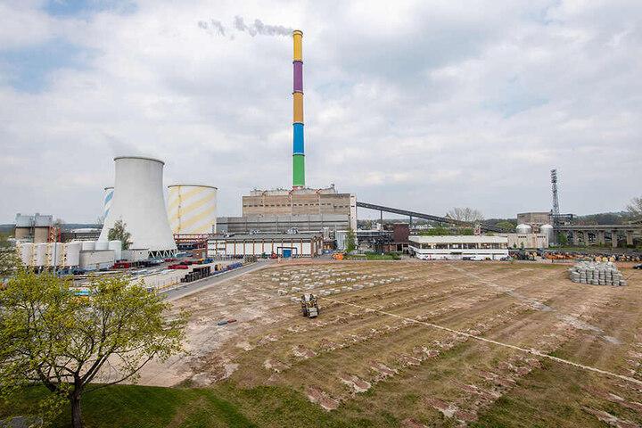 Das umweltfreundliche Kraftwerk entsteht derzeit auf dem Baufeld des alten Heizkraftwerks Nord I. Dafür wurden Tausende Photovoltaik-Module umquartiert.