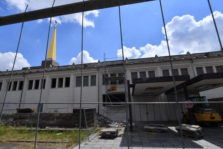 Die Bauarbeiten am sowjetischen Pavillon laufen bereits seit 2016.