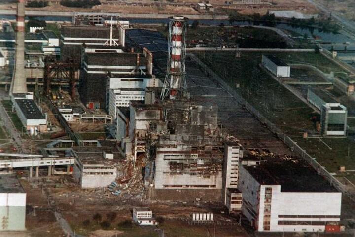 Blick auf den zerstörten Reaktor des Atomkraftwerkes Tschernobyl in der Ukraine im Mai 1986.