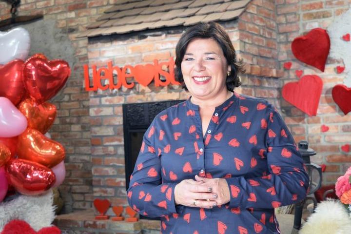 Amors Assistentin und Moderatorin Vera Int-Veen (51) will wieder viele Junggesellen verkuppeln.