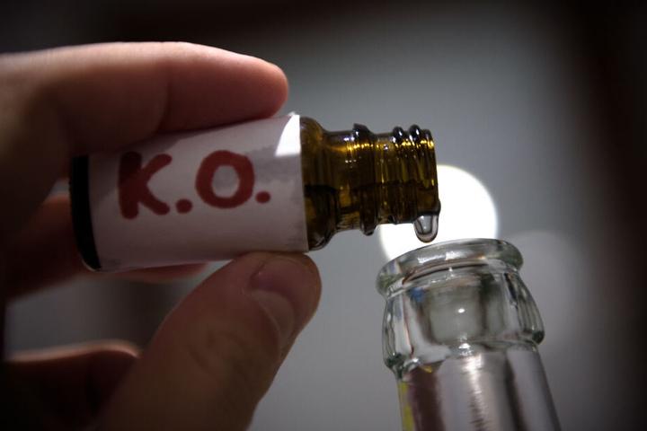 Der jungen Frau wurden K.O.-Tropfen verabreicht (Symbolfoto).