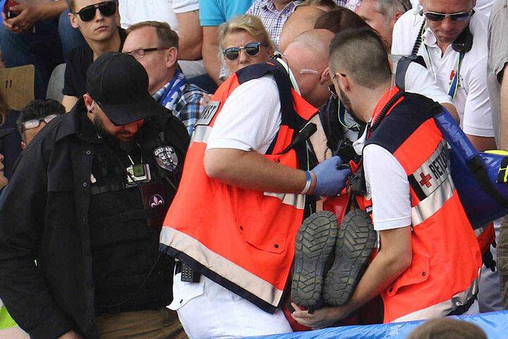Beim Hessen-Derby Darmstadt-Frankfurt kippte ein Fan auf der Tribüne um. Nun trauert der Verein um einen treuen Anhänger.