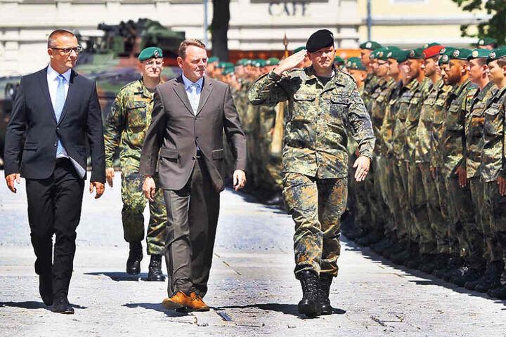 Am Mittwoch wurden die Soldaten auf dem Marienberger Marktplatz verabschiedet,  u.a. von Staatskanzlei-Chef Fritz Jaeckel (53, M.).