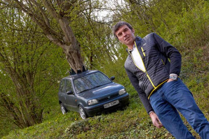 Peter Schmitz hätte nach eigenen Angaben schon ausgesorgt, wenn er jedesmal Geld dafür bekommen würde, wenn er für ein Foto vor dem Auto posieren soll.