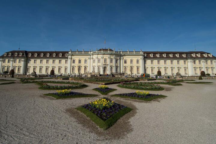 Wer beim Küssen ein Selfie schießt, kann Tickets für eine Veranstaltung im Residenzschloss Ludwigsburg (Foto) gewinnen.