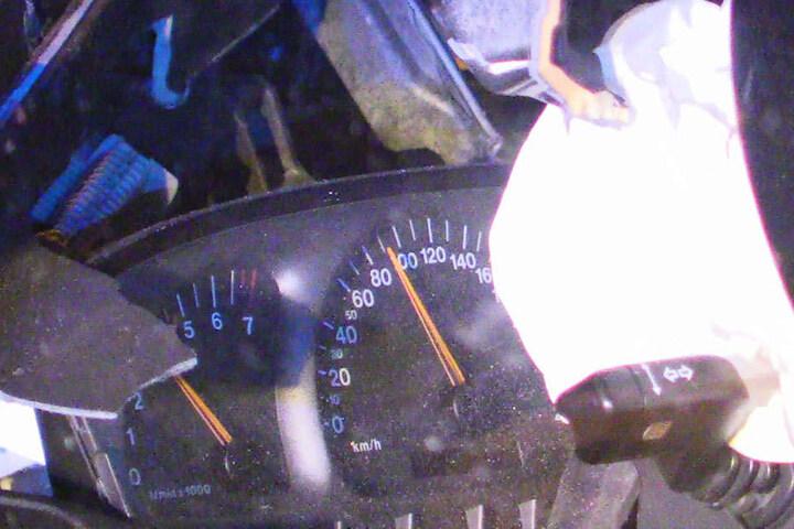 Der Tacho blieb bei 90 km/h stehen.