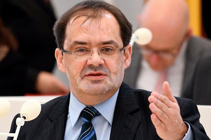 Brandenburgs Umweltminister Jörg Vogelsänger (53, SPD) brachte die erste deutsche Wolfsverordnung auf den Weg.
