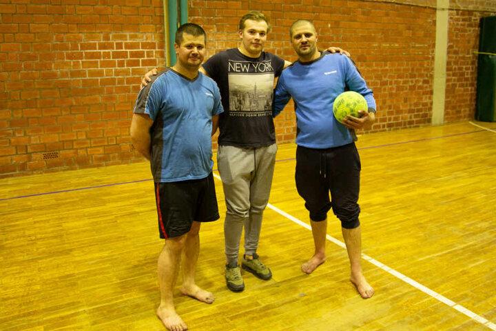 Diese drei Männer aus Lettland weckten die Bewohner der Pension und versuchten den Brand zu löschen.