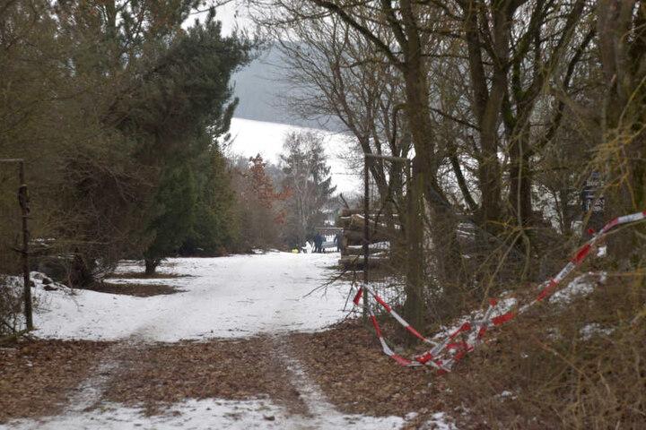 Hinweise, die auf ein Gewaltverbrechen hindeuten könnten, gab es zunächst nicht. In der Hütte befand sich nach Polizeiangaben ein Holzofen, der während der Feier in Betrieb war.