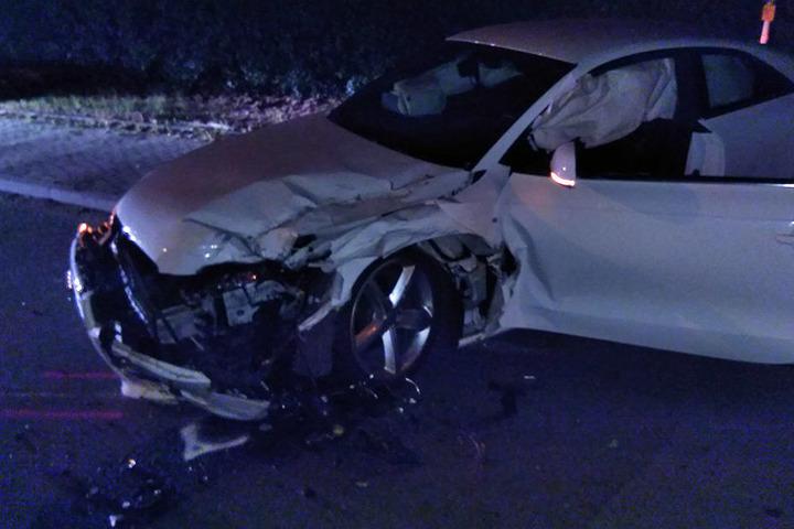 Bei der Verfolgungsjagd erwischte der Raser einen Audi frontal.