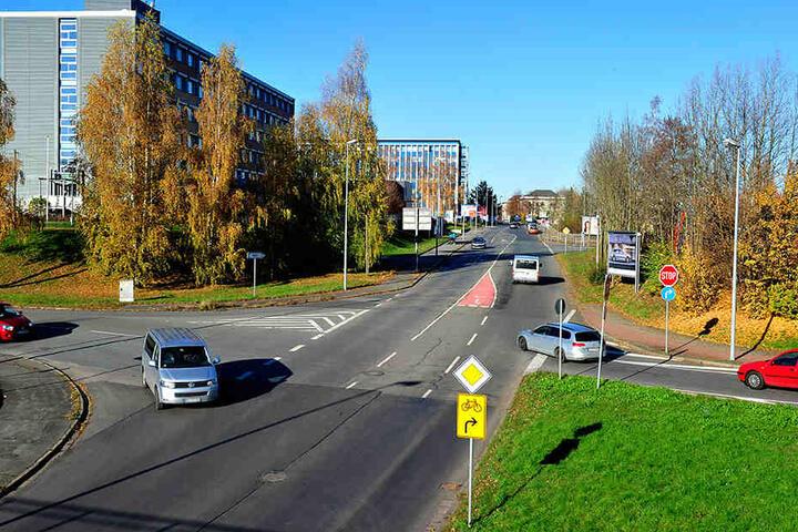 Weil es an der Neefestraße in der Abfahrt zur Jagdschänkenstraße immer wieder kracht, soll der Knotenpunkt komplett umgebaut werden.