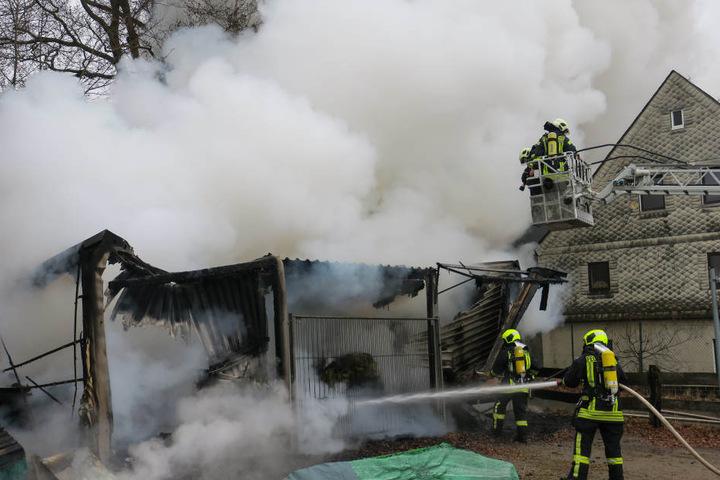 Die Feuerwehr konnte die Scheune nicht mehr retten.