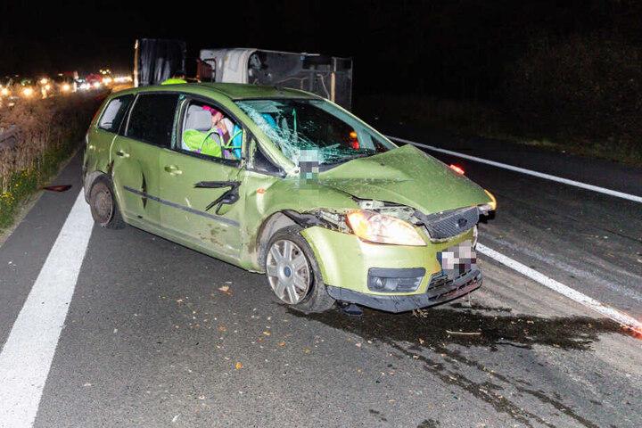 Der demolierte Ford an der Unfallstelle bei Ohorn.