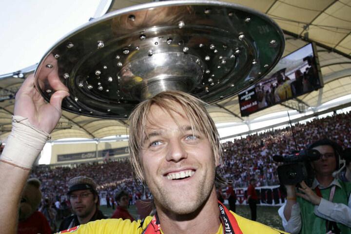 Mit der Meisterschale 2007: VfB-Legende Timo Hildebrand.