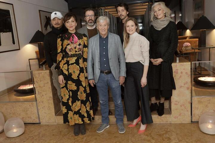 Die Jury: Wang Quan'an (l-r), Maggie Gyllenhaal, Olafur Eliasson, Paul Verhoeven, Diego Luna, Julia Jentsch und Dora Bouchoucha Fourati,