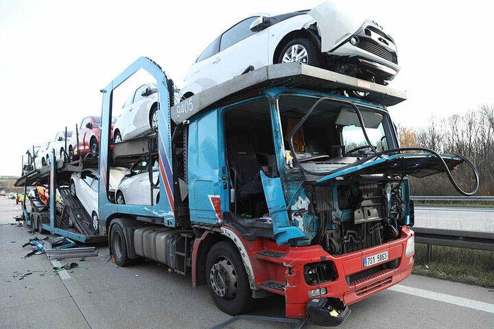 Die geladenen Fahrzeuge wurden zum Teil beschädigt.