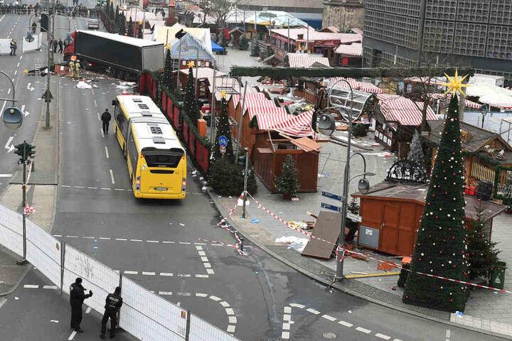 Noch ist der Mann, der in Berlin am Breitscheidplatz zwölf Menschen tötete, nicht gefasst.