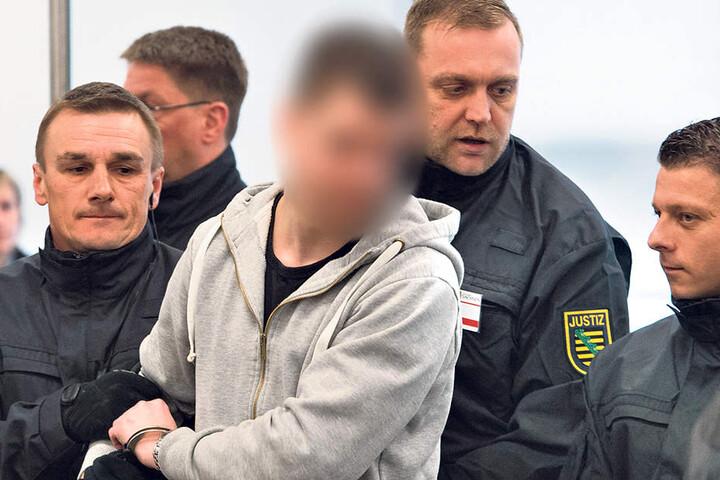 Justin S. (19) ist bisher der einzige Angeklagte, der sich vor Gericht zu den Vorwürfen äußerte.