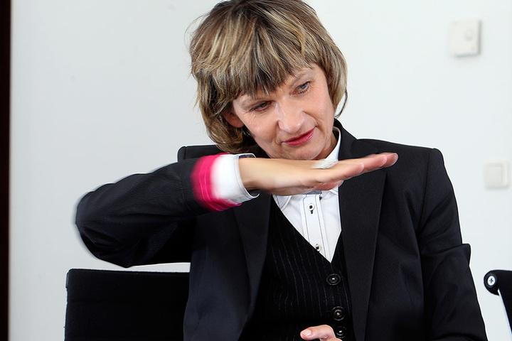 Kanal voll! Die Weigerung des Landes, ein Rückhaltebecken zu bauen, stößt bei  OB Barbara Ludwig (54, SPD) auf Widerstand.