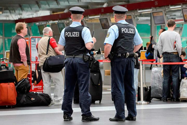Auch am Dresdner Flughafen müssten verschleierte Frauen sich kontrollieren lassen.