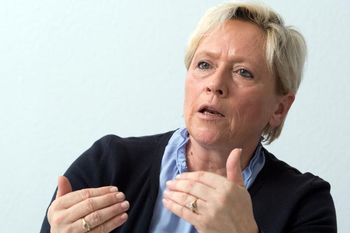Es könne nicht sein, dass der Unterricht dauerhaft ausfalle, sagt Susanne Eisenmann.