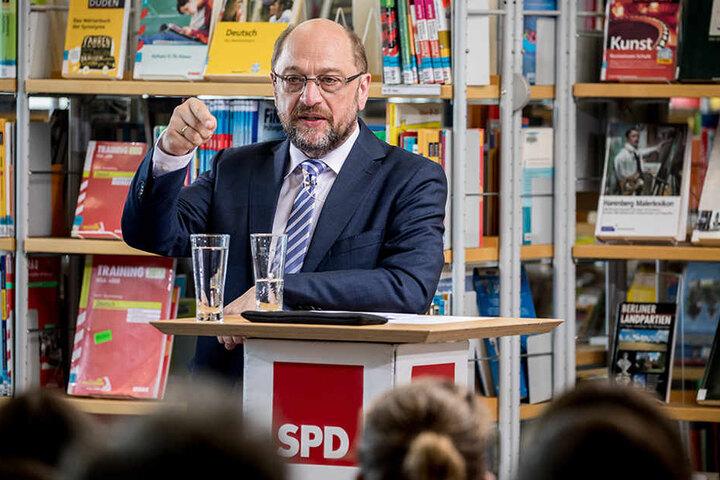 Der SPD-Chef machte sich für eine Abschaffung des Verbotes stark, dass der Bund bei der Bildung den Ländern hineinreden darf.