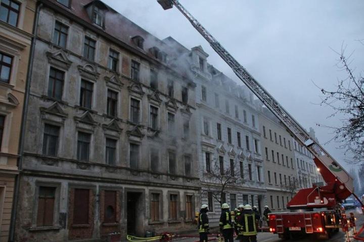 Eine mörderische Verpuffung setzte das Wohnhaus komplett in Brand.