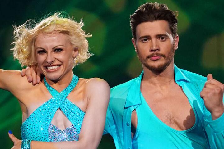 Nur wenige Sekunden nach dem Tanz-Beginn knickte der Schauspieler um und musste seinen Auftritt abbrechen.