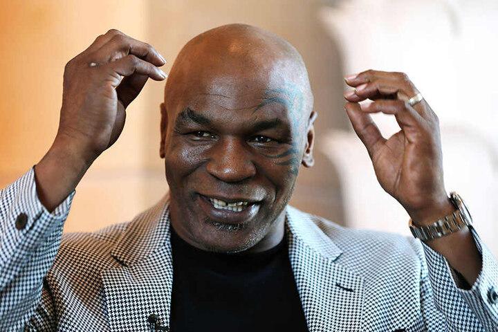 Mike Tyson (52) wurde nach einem Biss ins Ohr von Evander Holyfield gesperrt.