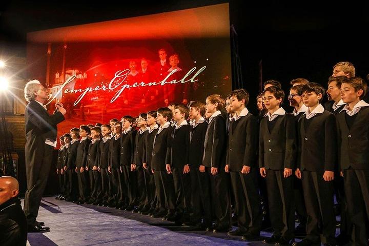 Der Dresdner Kreuzchor wird unter Leitung von Kantor Roderich Kreile (61) vor der Oper auftreten.
