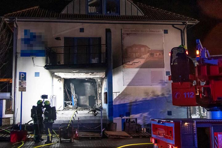 Das Foto zeigt das Gebäude, in dessen Erdgeschoss der Brand ausbrach.