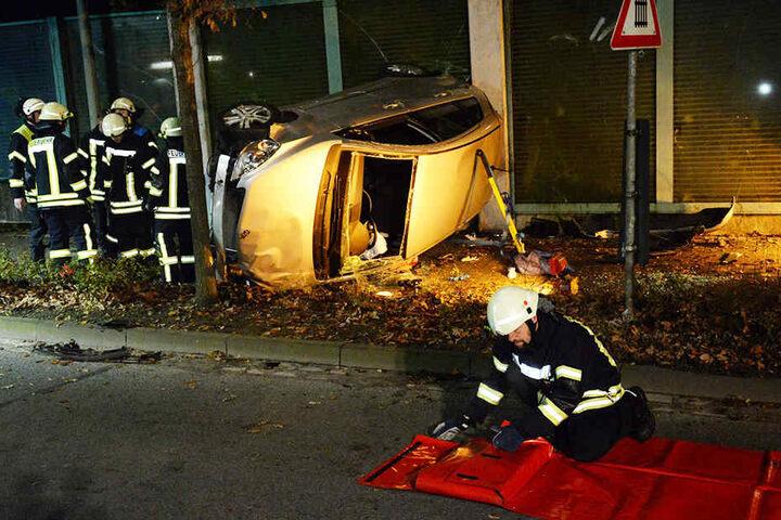 Der Mercedes war nach dem Unfall nur noch Schrott.